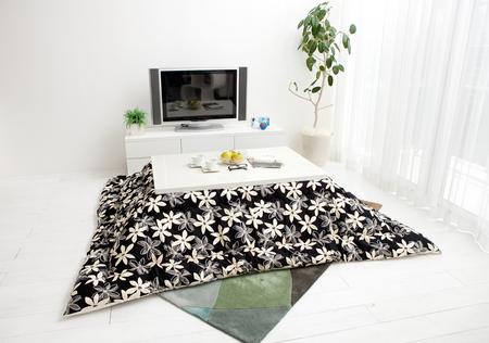 こたつ  白 長方形 花柄、白と黒のこたつ布団のセット写真