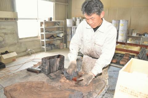 高級国産こたつの製造工程塗り2.jpg